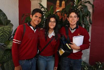 Carlos, Mariana y Emmanuel.
