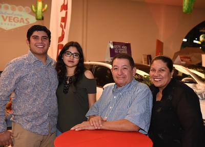 09112017 Francisco Navarro, Marlene Peralta, Fernando Navarro y Yolanda de Navarro.