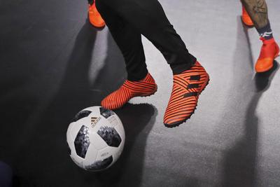 """El Telstar original """"es uno de los balones de fútbol más emblemáticos de todos los tiempos, utilizado por exjugadores como Pelé, Müller, Facchetti, Bobby Moore o Pedro Rochao"""