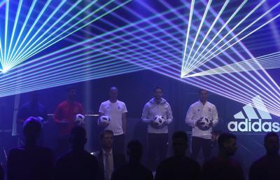 """El nuevo """"Telstar 18"""" fue revelado a la sociedad en una presentación memorable."""