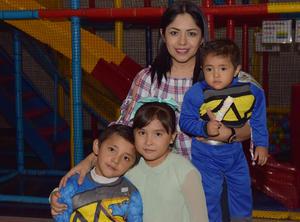 11112017 EN FAMILIA.  Diego, Renata, Erick y Carolina.