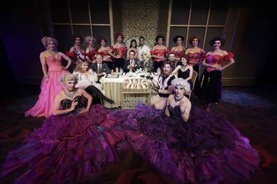 Por otra parte, el elenco y producción de La Jaulas de las Locas informó que harán funciones habituales en honor a Maru Dueñas.