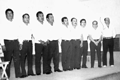 12112017 En 1960, Don Manuel García Rodríguez en su festejo organizado por su hijo, Antonio, estando presentes: Juanita, Leonor, Mela, Mel, Filo, Nena, Graciela, Alina, Quique y su nieta, Rosa Elia.
