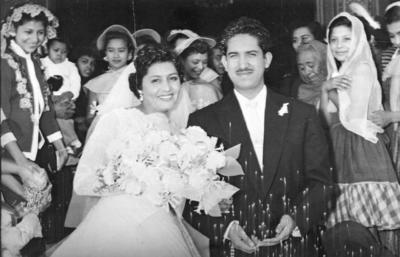 12112017 Socorro Huitrado de Alonso y Roberto Alonso Márquez, quienes festejaron su aniversario número 61 de bodas. Ellos se casaron en 1956 en la Iglesia del Perpetuo Socorro.