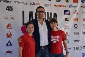 12112017 Jesús del Río, presidente de la asociación civil Laguna Yo Te Quiero, con maestras del CAT.