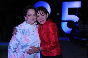 13112017 FELIZ CUMPLEAñOS.  Cristina Rivas con Cristina Gómez.