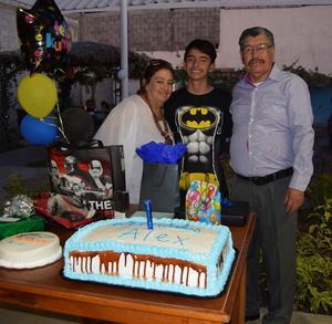 13112017 CUMPLE XV AñOS.  Alex Jáquez Gallegos con sus abuelitos, Herminia y Jesús Gallegos.