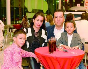 14112017 EN FAMILIA.  Armando, Sara, Ángel y David.