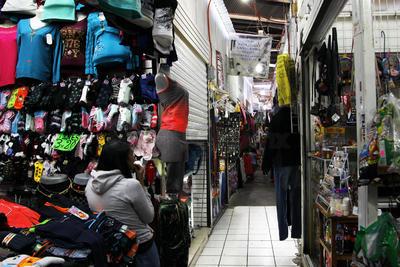 El exCuartel cobra una vitalidad distinta durante la temporada y es el lugar predilecto y más accesible para las compras de cientos de familias.