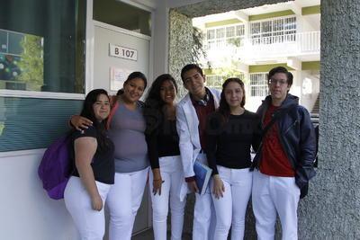 Luz, Gloria, Vanessa, Kevin, Brenda y Sebastián.