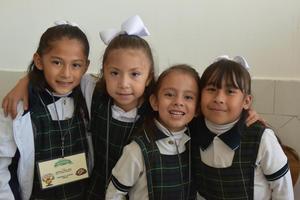 16112017 Paula Fernanda, Grecia Melissa, Bárbara Alexia y Regina.