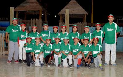 16112017 Gary Pepe Luis con su equipo de beisbol, Selección Sertoma.