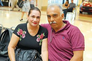 15112017 EN EL MALL.  Gabriela y Rodolfo.