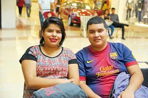 15112017 CONTENTOS.  Sarahí y Gerardo.