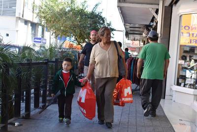 Torreonenses hicieron compras en el Centro de la ciudad.