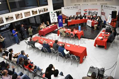 El encuentro comenzó en punto de las 12 de día, teniendo como sede las instalaciones de El Siglo de Torreón, organizador del evento.