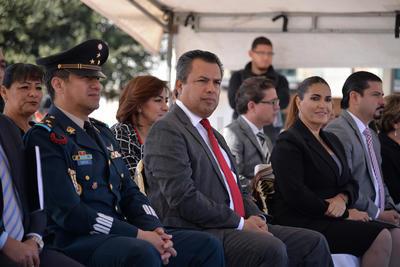 Autoridades municipales, diputados locales y federales así como del Ejército Mexicano, estuvieron presentes en el desfile.