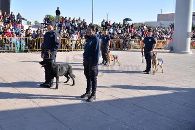 El recorrido inició frente al Teatro Isauro Martínez y continuó hasta la calle Valdez Carrillo para tomar la avenida Juárez.