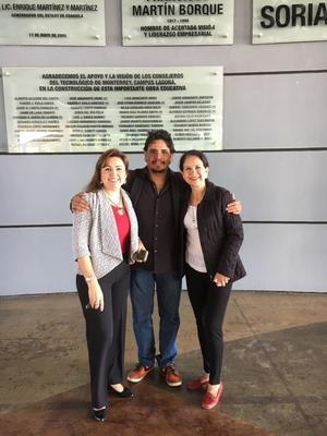 20112017 Las diseñadoras Cynthia Rodríguez y Carolina Castelán junto al artista José Luis Ponce.