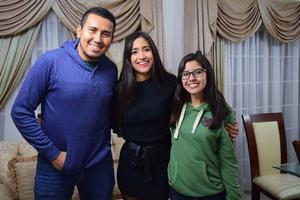 20112017 UN AñO MáS DE VIDA.  Wendy Arellano con Paco Torres y AVril Castro.
