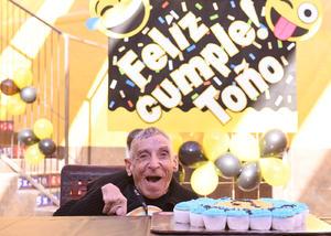 20112017 MUCHAS FELICIDADES.  Toñito celebró 71 años de vida.