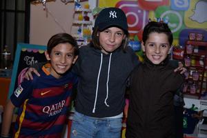 21112017 RECIENTE FESTEJO.  Manuel, Valentina y Sebastián.