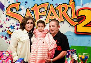 20112017 FELIZ CUMPLEAñOS.  Ariadna Elizabeth con sus abuelitos, Cecilia de la Fuente Castillo y Amado Hernández Arjón.