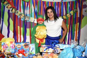 20112017 CUMPLE 5 AñOS.  Sebastián Yescas Arreola con su mamá, Salma Arreola Briones en su fiesta de cumpleaños.