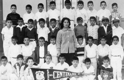 19112017 Alumnos de la Escuela Centenario con la maestra Juanita de Gámez. Gerardo Rimada, Humberto Solís, Parrilla, Cabral y otros el 16 de enero de 1961.