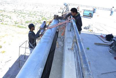 """Pese a las decenas de personas que trabajan en la estación del Cerro de las Noas, Berlanga asegura que """"no estamos a marchas forzadas, mientras que trabajan los técnicos, nosotros aprovechamos para terminar los acabados de la obra civil""""."""