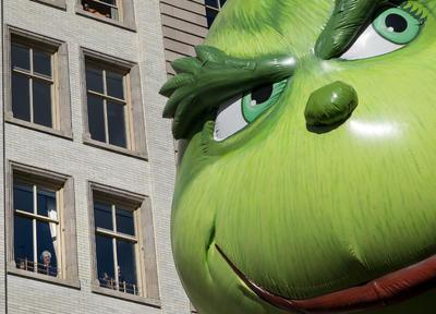 """""""El Grinch"""" se hizo presente en el desfile."""