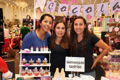 Laura Salinas, Malu Espino y Mary Torres.