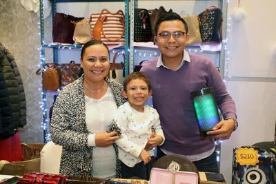Yadira Torres, Zahid Santos y Jonathan Ortega.