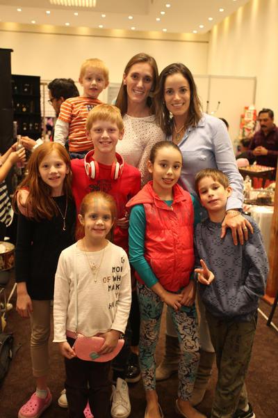 Titi Sánchez y Anilú Karam e hijos.