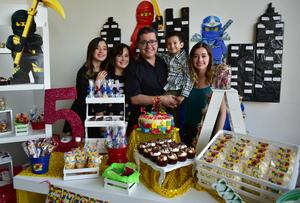 Jesús Ignacio con sus papás, Ignacio y Claudia, y sus hermanas, Claudia y Dany