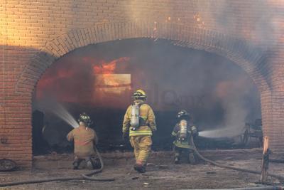 Aunque se plantearon diferentes versiones, Protección Civil no contó con los elementos suficientes para confirmar la causa del incendio.