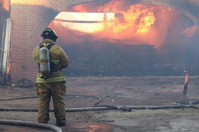 Fuego consume iglesia en Durango