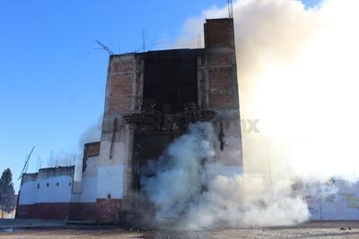 Elementos del cuerpo de bomberos de la Dirección Municipal de Protección Civil se trasladaron a la calle Miguel A. Barraza del citado asentamiento, donde ubicaron un incendio al interior del recinto eclesiástico.