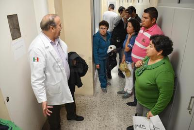 Durante diez minutos cerraron el paso de la circulación vial, luego se entrevistaron con el director del centro médico.