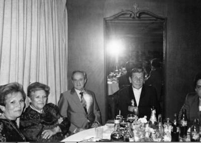 26112017 Arq. Federico Verástegui, Ángel Sogui (f), Francisco Verástegui (f), Emma de Verástegui y Alicia de la Fuente de Sogui en una boda en el Casino de La Laguna en 1980.