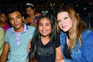 28112017 EN RECIENTE EVENTO.  Bradley y Yuvia Durán y Melody Tovar.