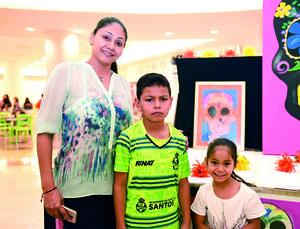 28112017 ADMIRAN EXPOSICIóN.  Adriana, Christian y Valentina.