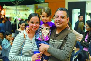 28112017 EN FAMILIA.  Sofía, Vanessa y Daniel.