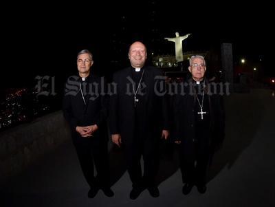 Se llevó a cabo la recepción que organizó el Presbiterio de Torreón encabezado por el Obispo Emérito, José Guadalupe Galván; al Nuncio Apostólico, Franco Coppola y al Obispo electo, Luis Martín Barraza.