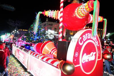 Los duranguenses fueron testigos de la Caravana Coca Cola que llegó envuelta en la alegría de la Navidad.