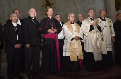 En Catedral el nuevo obispo realizó su profesión de fe y el juramento de fidelidad a la iglesia, que es una de las dos estaciones para su Ordenación Episcopal.