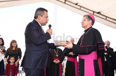 Se las entregó el alcalde Jorge Luis Morán.