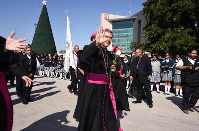 El obispo de Torreón fue arropado por los laguneros.