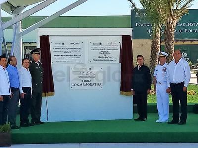 Estuvo acompañado del gobernador de Coahuila, Rubén Moreira y de los secretarios de la Sedena y Marina.