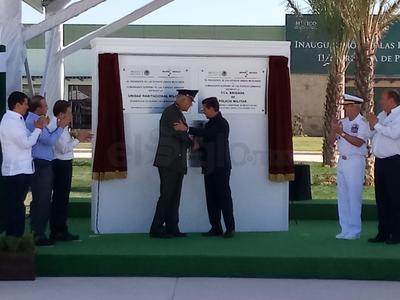 El presidente Enrique Peña Nieto inauguró el cuartel de San Pedro.